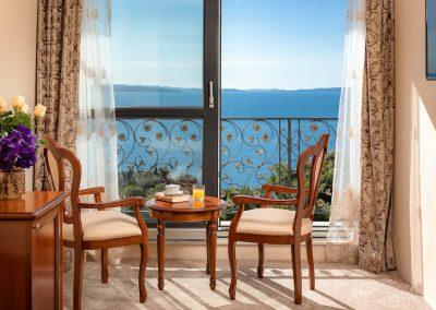 dlx balcony